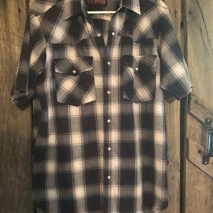 Men's short sleeved pearl snap shirt